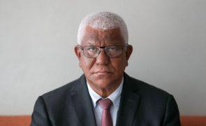 Antigo PM e ex-ministro das Obras Públicas formalizam candidatura às presidenciais são-tomenses