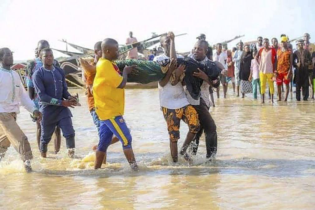 Número de cadáveres recuperados de naufrágio na Nigéria sobe para 76