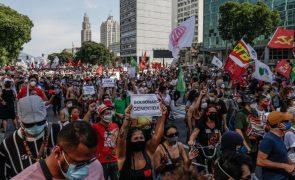 Covid-19: Milhares protestam no Brasil contra Bolsonaro devido à gestão da crise