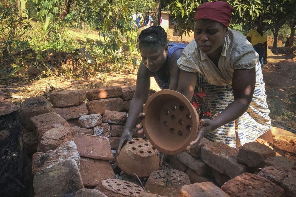 O 'poupa-lenha' é amigo do ambiente, da saúde e das famílias moçambicanas
