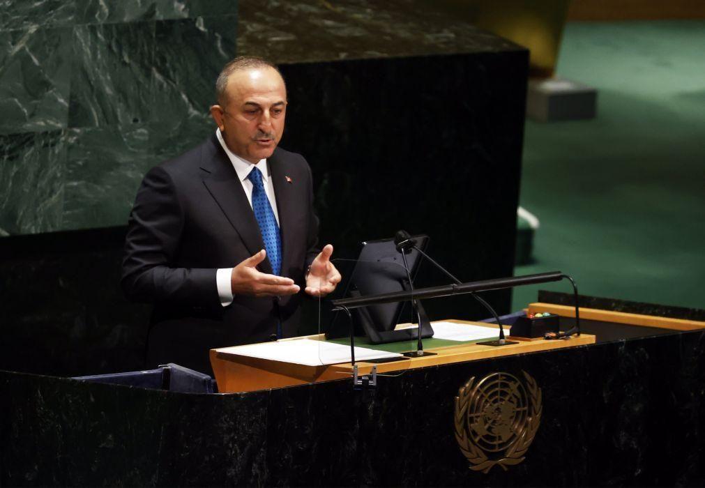 Ministro dos Negócios Estrangeiros turco inicia visita à Grécia com deslocação à Trácia