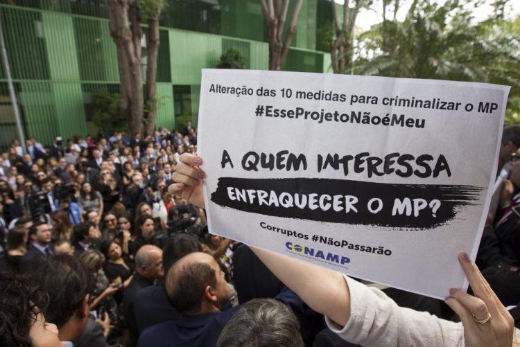 Brasil: Procuradores do inquérito Petrobras premiados pela Transparência Internacional