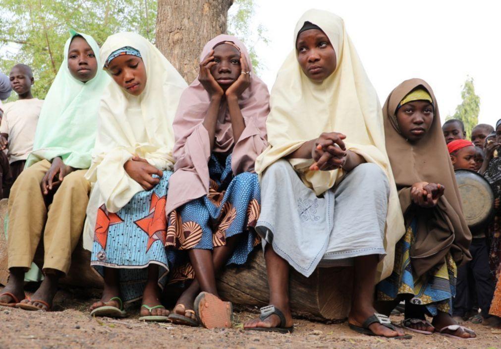 Dezenas de crianças raptadas por homens armados na Nigéria