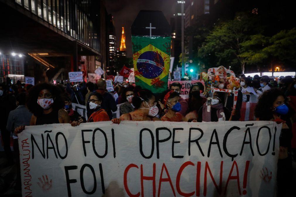 Comando da polícia deve ser investigado por 28 mortes em operação no Rio de Janeiro - HRW