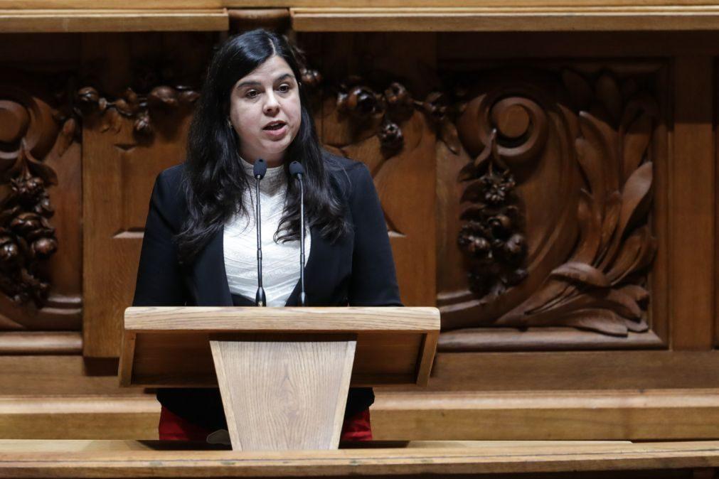 Candidata à liderança do PAN a recuperar de queda garante presença no Congresso