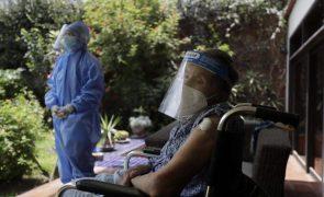 Covid-19: Peru reavalia número de mortes de 69.000 para 180.000