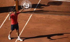 Roland Garros: Federer 'arrasa' e segue Medvedev e Swiatek rumo à segunda ronda
