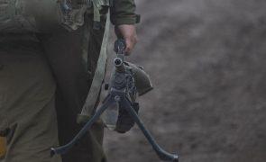 Dez anos de guerra fizeram quase meio milhão de mortos na Síria - ONG