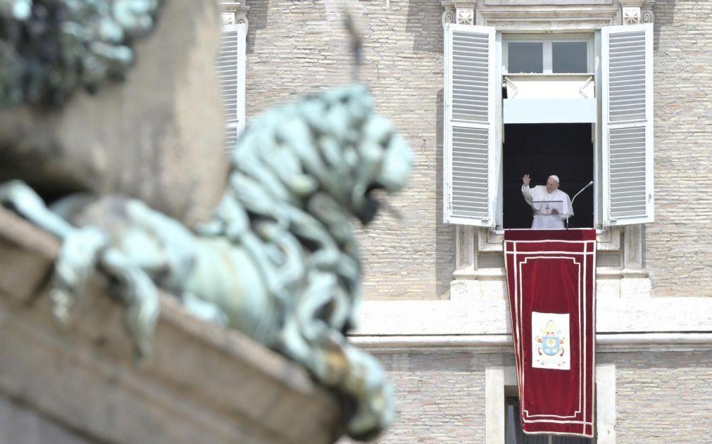 Papa estabelece que abuso de crianças é um crime contra a dignidade humana