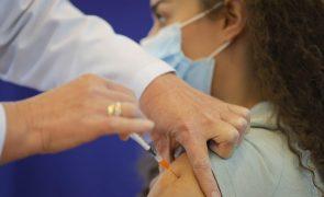 Covid-19: Regulador avalia casos de infeções cardíacas em pessoas vacinadas