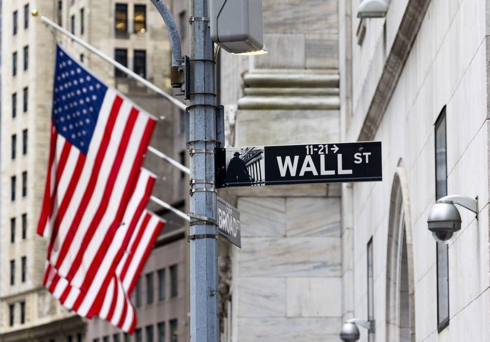 Wall Street termina em alta ligeira em sessão volátil