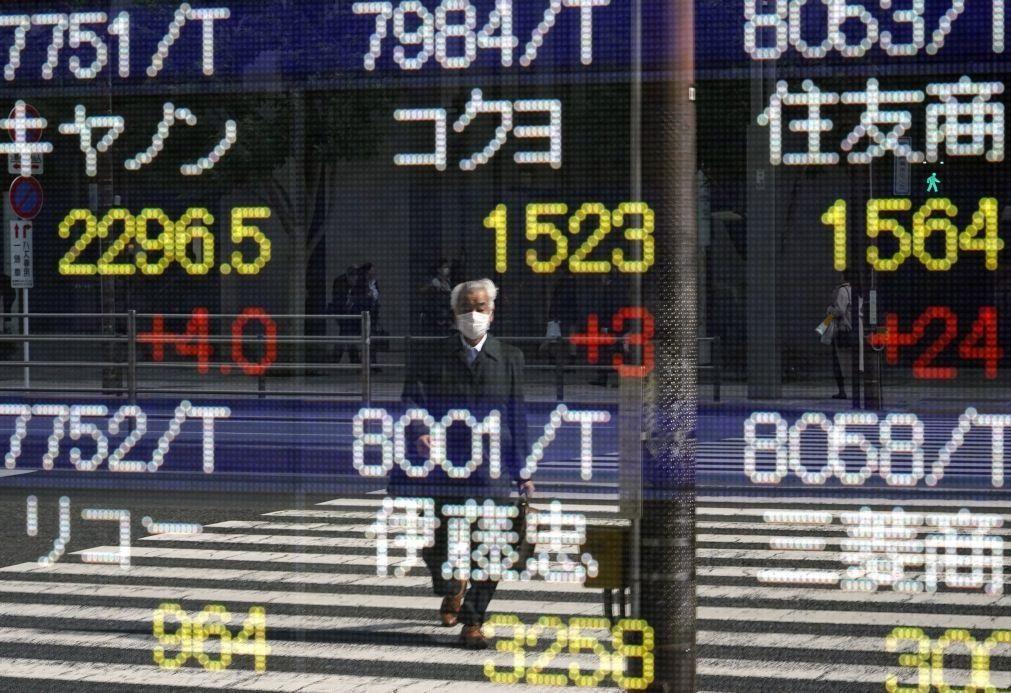 Bolsa de Tóquio fecha a perder 0,4%
