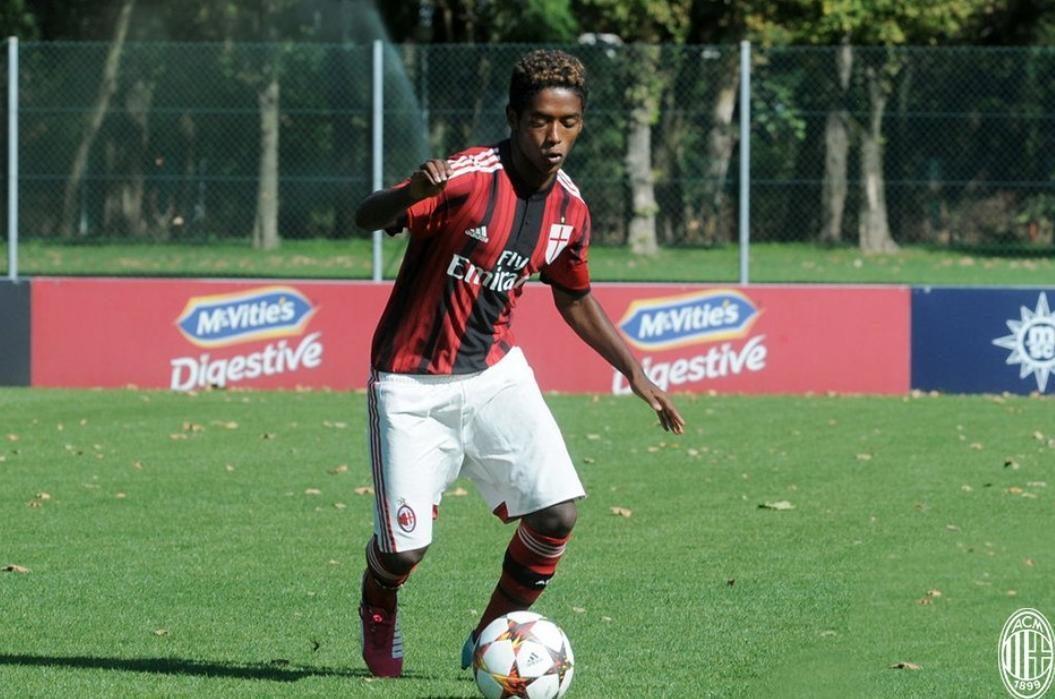 Antigo jogador do Milan encontrado morto em casa