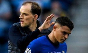 Chelsea prolonga contratos com Thiago Silva e Olivier Giroud por mais um ano