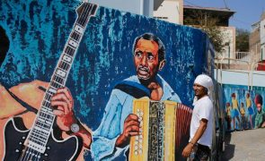 Artista plástico viaja nas tintas para homenagear cultura e colorir murais em Cabo Verde