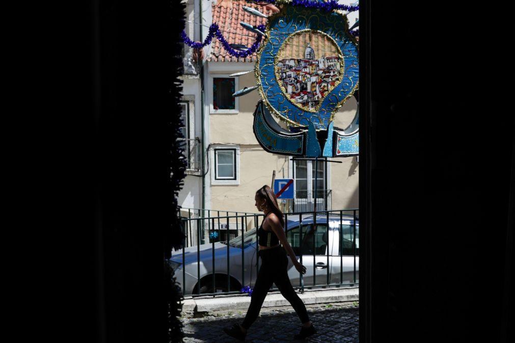 Covid-19: Bairro da Bica em Lisboa despido e conformado por não haver arraiais nos Santos