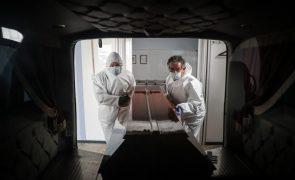 Covid-19: Pandemia já matou 3,71 milhões de pessoas no mundo