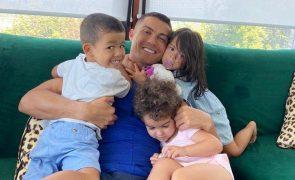 Gémeos de Ronaldo fazem quatro anos e avó Dolores já se manifestou
