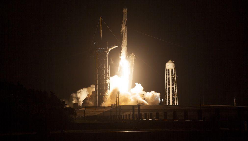 Dragon da SpaceX acopla com êxito na Estação Espacial Internacional