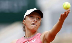 Campeã Iga Swiatek avança na defesa do título de Roland Garros