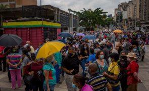 Covid-19: Centenas de venezuelanos viram frustrada possibilidade de vacinar-se