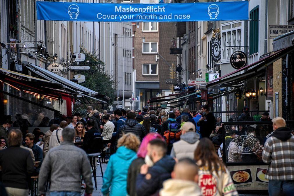 Covid-19: Incidência acumulada de novos contágios continua a cair na Alemanha