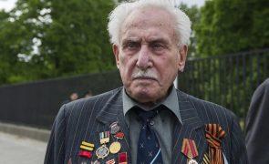 Morreu último soldado que esteve na libertação do campo de Auschwitz