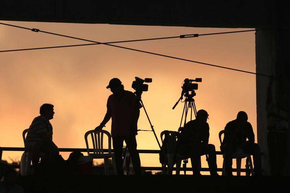 Covid-19: Pelo menos 1.115 jornalistas de 77 países morreram da doença