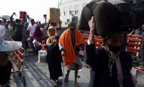 Refugiados rohingya sentem-se presos em ilha no Bangladesh