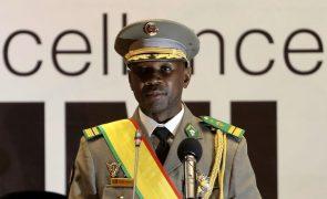 Assimi Goita toma posse no Mali e garante que irá