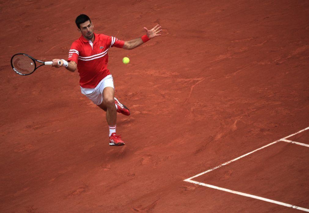 Roland Garros: Djokovic sofre mas está nos 'quartos' após desistência de Musetti