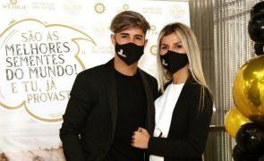Rui Pedro conta com Jéssica Antunes e amigos na inauguração de negócio [vídeo]
