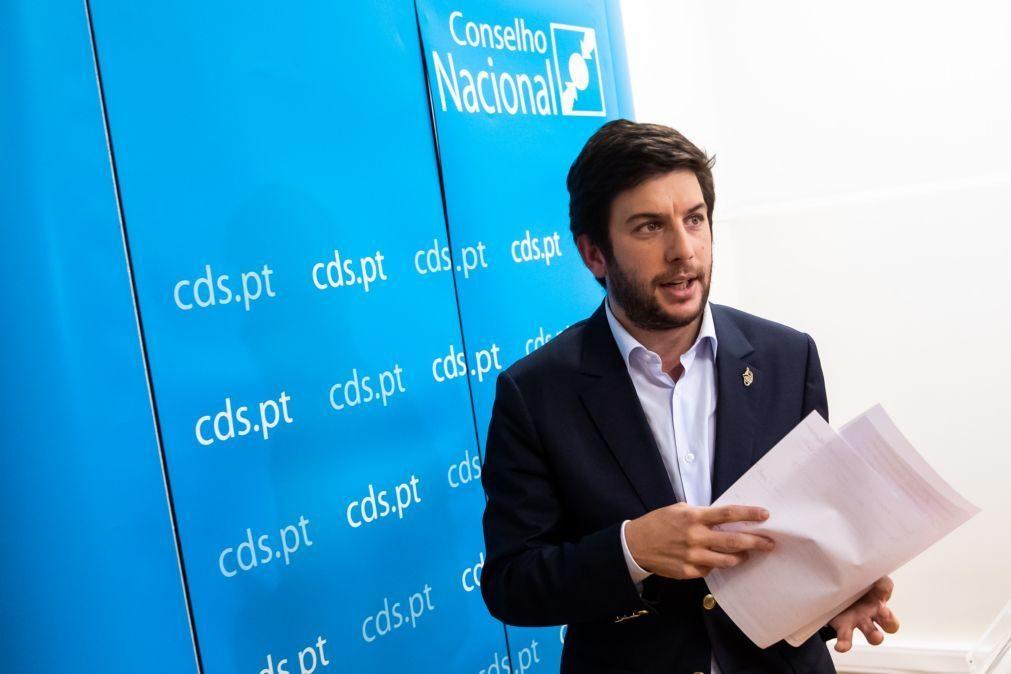 CDS exige que Costa e ministro peçam desculpa pela