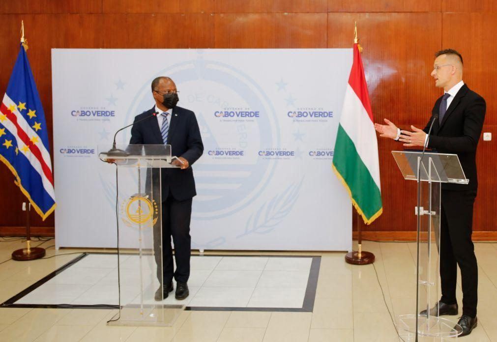 Covid-19: Donativo da Hungria garante vacinação de 15% da população cabo-verdiana