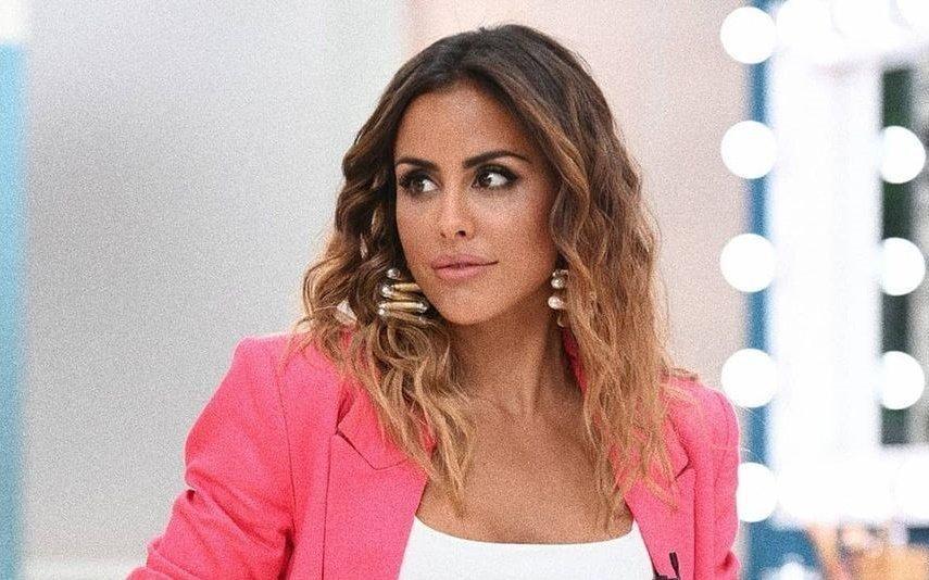 Carolina Patrocínio abana o bumbum em biquíni e dá show (vídeo)