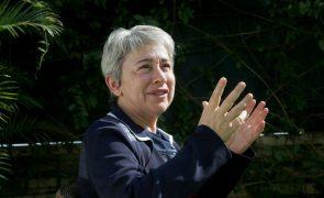 Secretária de Estado promete medidas para ultrapassar problemas consulares nos EUA