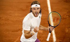 Roland Garros: Tsitsipas bate Medvedev e está nas meias-finais