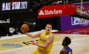 Sérvio Nikola Jokic eleito MVP da NBA, no terceiro título seguido para europeus