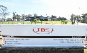 Empresa JBS paga resgate de nove milhões de euros a hackers