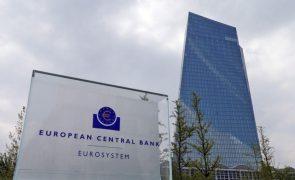 BCE mantém taxas e ritmo elevado de compras de dívida no 3.º trimestre