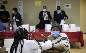 Covid-19: Terceira vaga agressiva avança em África onde ainda faltam vacinas