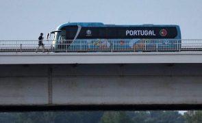 Portugal recebeu o apoio de meia centena na chegada a Budapeste