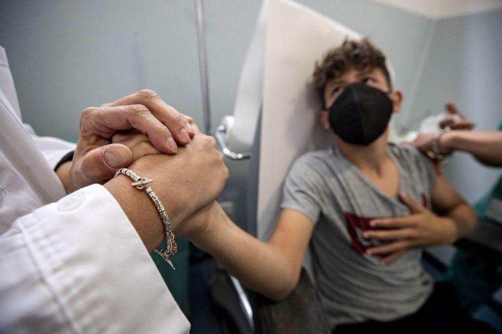 Covid-19: Brasil autoriza vacina da Pfizer para crianças com mais de 12 anos