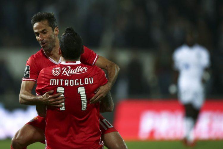 Benfica vence em Guimarães e aumenta provisoriamente vantagem para FC Porto