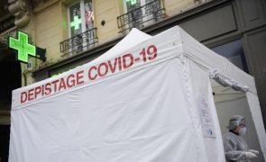 Covid-19: França com taxa de incidência abaixo de 100 no território continental