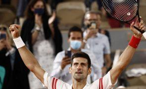 Roland Garros: Djokovic 'verga' Nadal na terra batida de Paris e passa à final