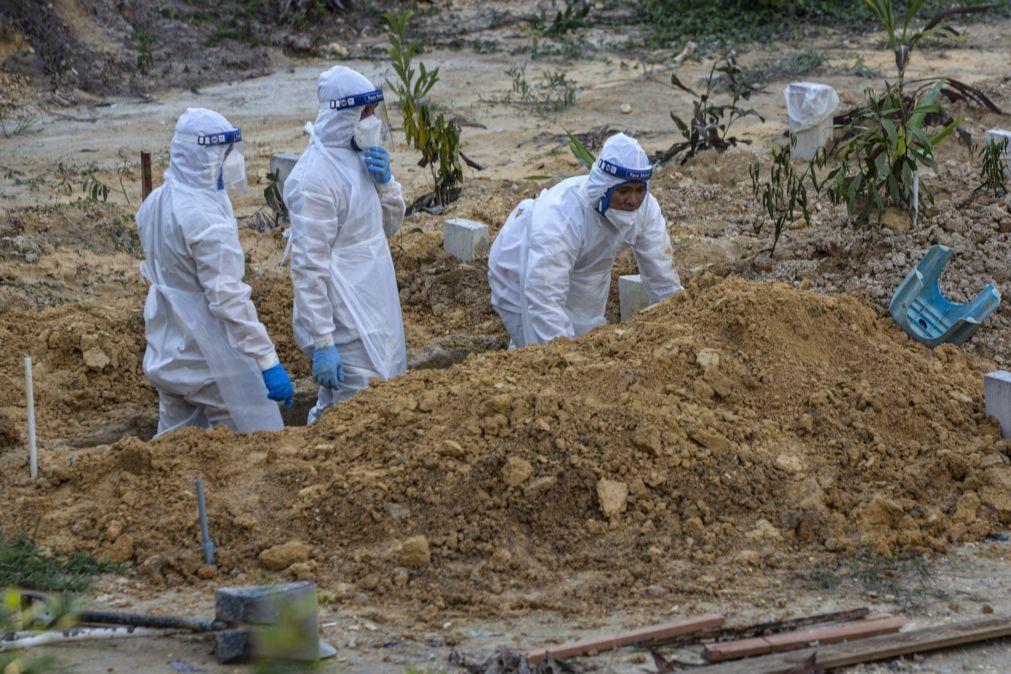 Covid-19: Pandemia provocou a morte a 3.787.127 pessoas em todo o mundo