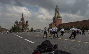 Covid-19: Moscovo determina novas restrições para travar aumento de infeções