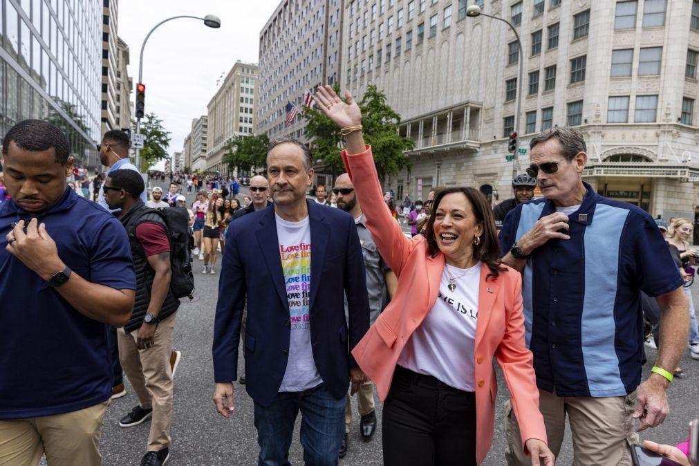 Kamala Harris junta-se a marcha pelo orgulho LGBTQ+ em Washington