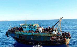 Mais de mil migrantes chegaram ao centro de acolhimento de Lampedusa nas últimas 24 horas